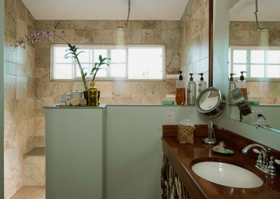 green-sea-suite-bathroom