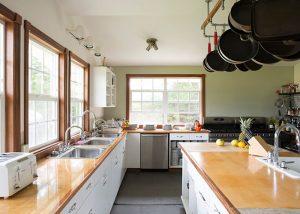 inn-kitchen